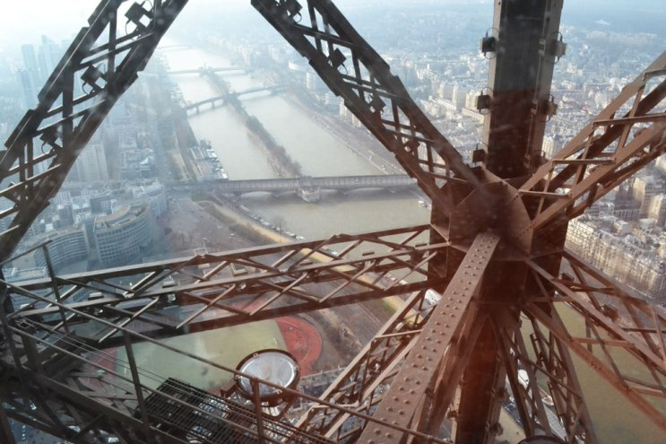 Eiffel tower steel composition